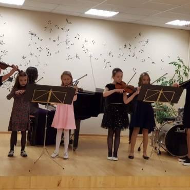 Smuikininkių ansamblis